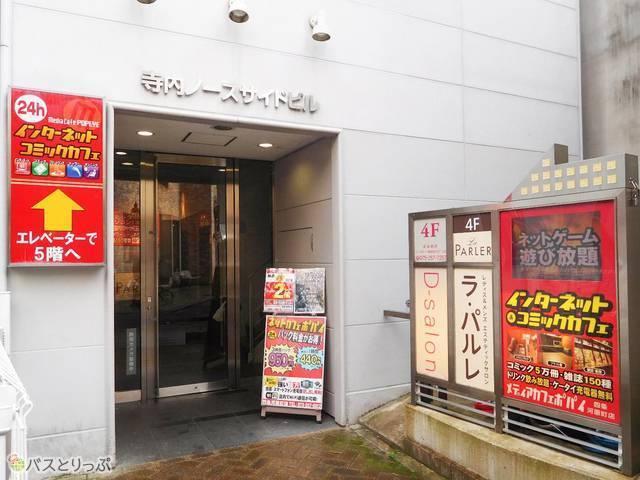 広い店内で挽きたてコーヒー飲み放題が嬉しい、メディアカフェポパイ 京都四条河原町店