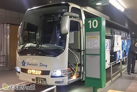 「4列シートは眠れない」は間違いだった! カーテン&フード付き高速バス「VIPライナー」横浜→名古屋4列楽のびシート乗車