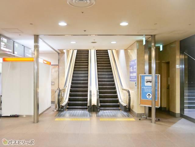 OCAT③エスカレーターで1階へ