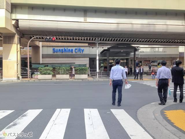 東池袋駅 横断歩道.jpg