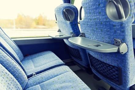 高速バス座席リクライニング角度とシート間隔比較 最大何度? シートはどこまで倒していい? 声かけはなんて言う?