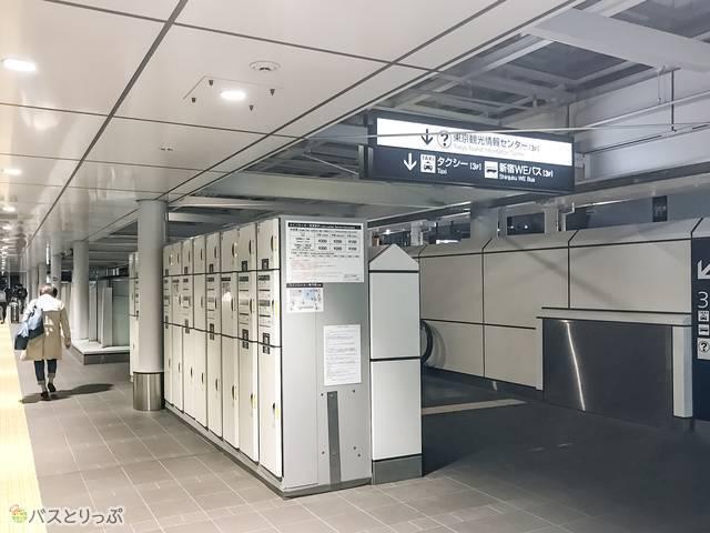 待合室から少し離れた場所にもコインロッカーがある