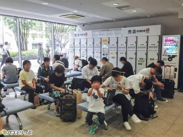 東京駅高速バスターミナル待合室