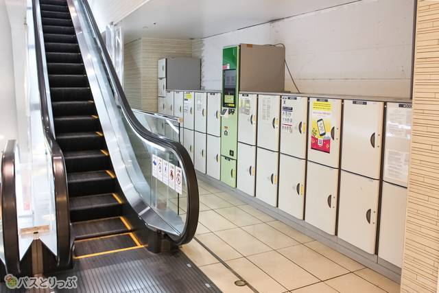 TOKYO Me+エスカレーター近く(目印なし)