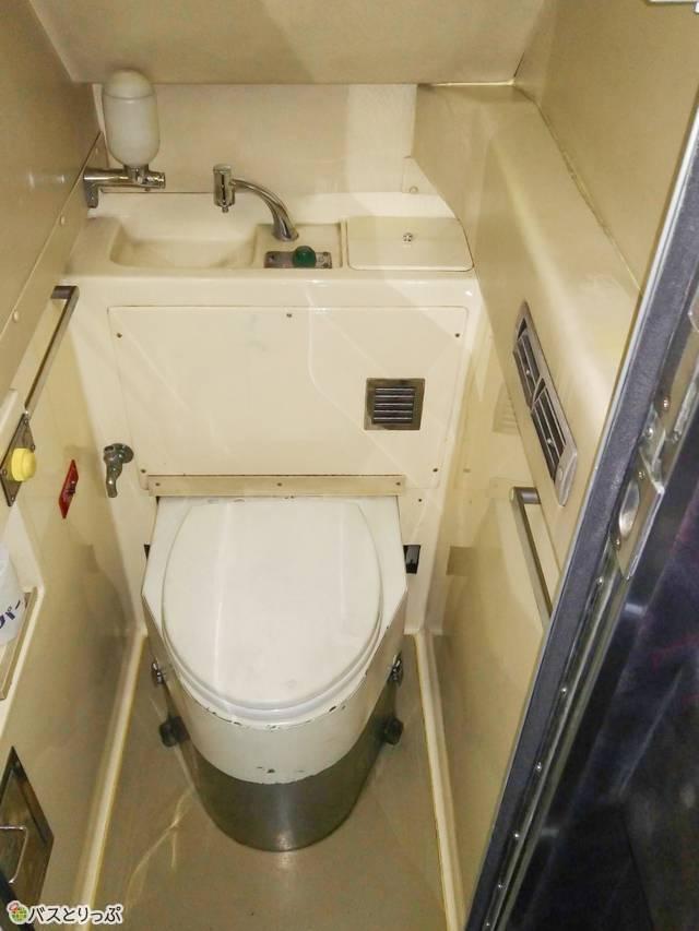 3列独立シート車両「TOKYOサンライズ」のトイレ