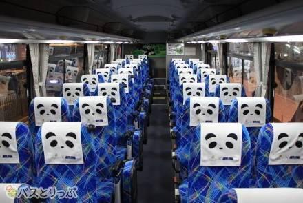 パンダのシートカバーにも注目!「明光バス」のトイレ付き3列独立シートと4列シート、各車両設備やシート仕様を紹介!