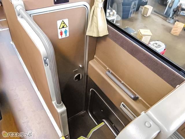 トイレは座席中央部分に
