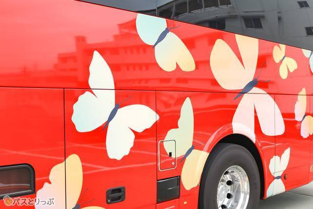こちらの車両は、愛称「パピヨン号」の由来ともなっている、岐阜で発見された「ギフチョウ」をデザイン
