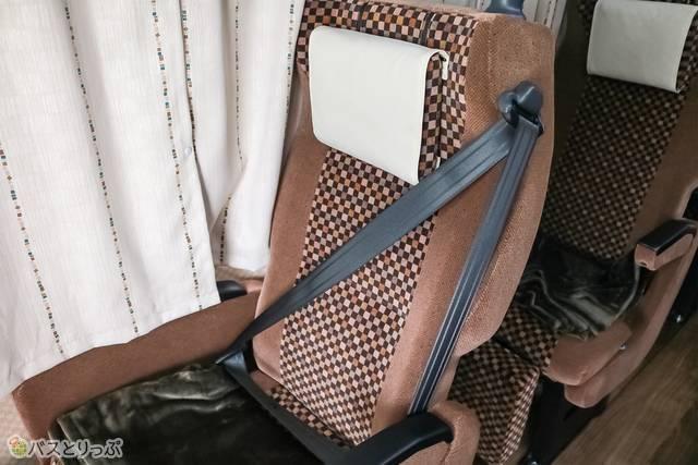 シートベルトは斜めがけ方式(※一部シートのみ)