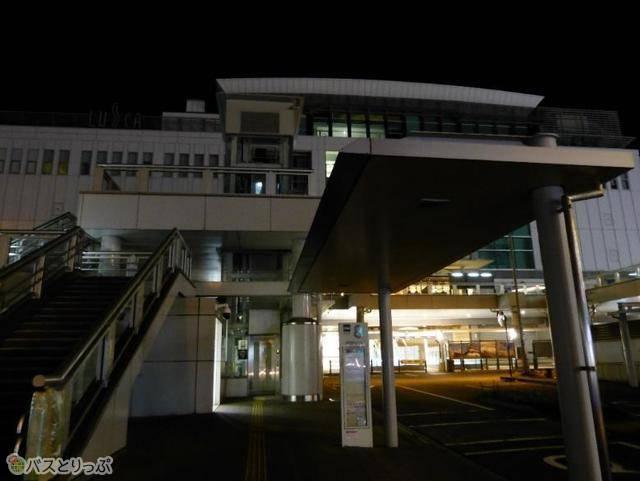 到着バス停は小田原駅東口。駅の真ん前!