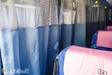 夜行高速バスでプライベートな空間が欲しい人は要チェック! 2・3・4列シートバスのカーテン種類を解説