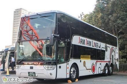地上高3メートル! でっっかい2階建てバス・スカニア製「アストロメガ」の高速バス各社車両・運行路線まとめ