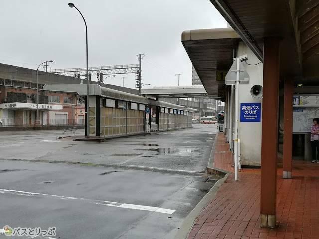鳥取駅バスターミナル0番乗り場から鳥取砂丘への路線バスが発車