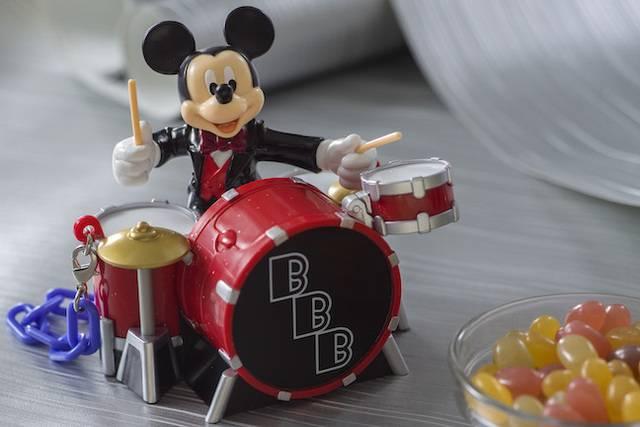 グミキャンディー、ミニスナックケース付き 950円 (c)Disney