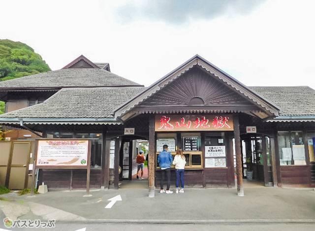 鬼山地獄の入口。マレーシア・サラワク州の伝統建築で、実は国内唯一のもの