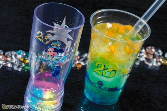 スパークリングドリンク(レモン&ジンジャー)スーベニアタンブラー付き1,500円(c)Disney