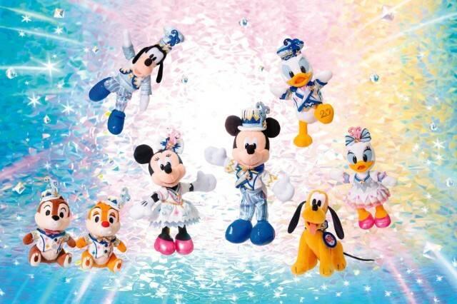 ぬいぐるみバッジ1,900円~(c)Disney