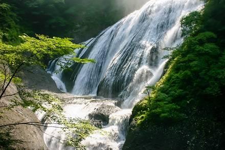紅葉・氷瀑シーズンに行きたい茨城県「袋田の滝」。最寄駅や駐車場は? 周辺の観光情報やお得な関東発バスツアーを徹底紹介