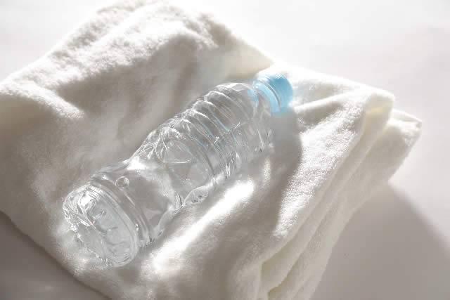 バスタオルと飲料水
